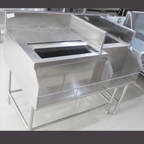 Coctail Stataion merupakan produk stainless ini diguankan untuk menaruh botol-botol minuman dan ice serta terdapat sink untuk mencuci